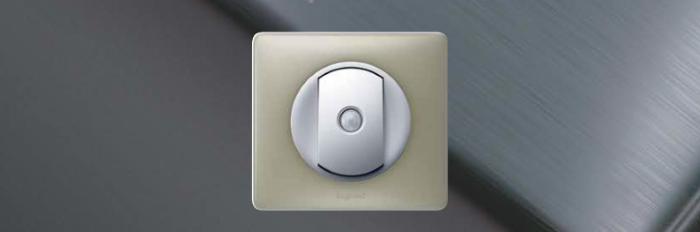 Выключатель со встроенным датчиком движения